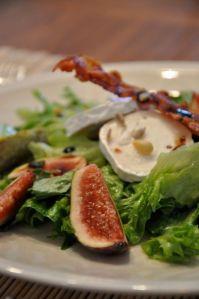 Upeanainen - Viikuna-chevre –salaatti