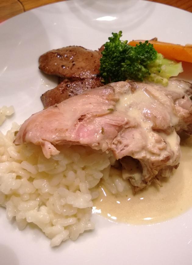 Kuvassa on myös kuumassa voissa paistettua jäniksen maksaa. Mausta suolalla ja pippurilla.