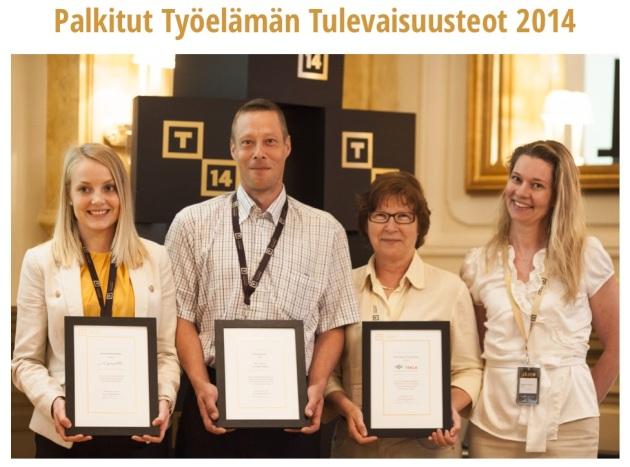 Kuvassa vasemmalla Lyyti Oy:n Anni Keloharju, joka vastaanotti kunniamaininnan.