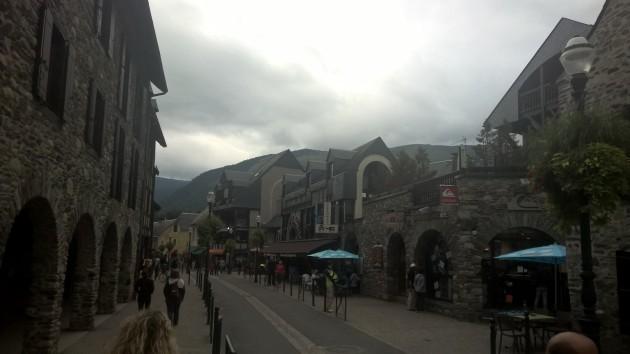 Kisakylämme on Saint-Lary Soulanissa. Todella mukava kylä.